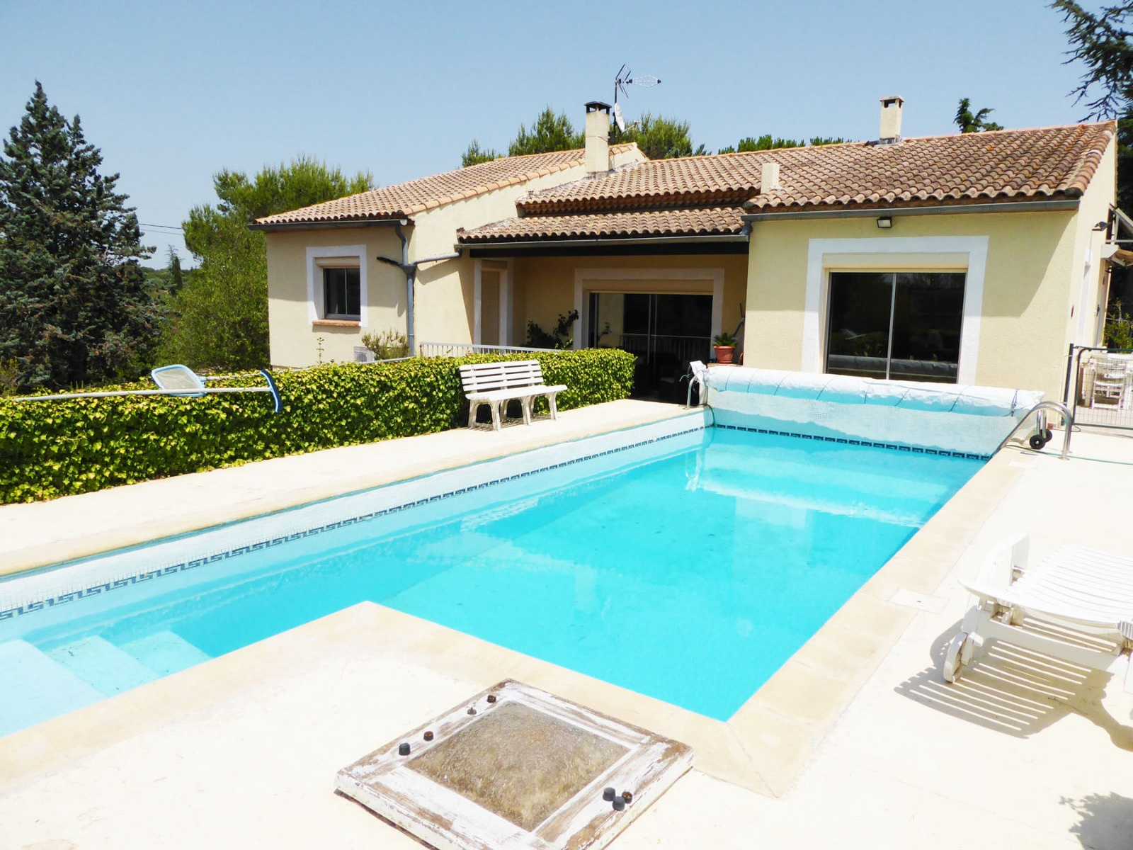 Vente ppartements villas et maisons sur n mes vergues for Piscine nimes
